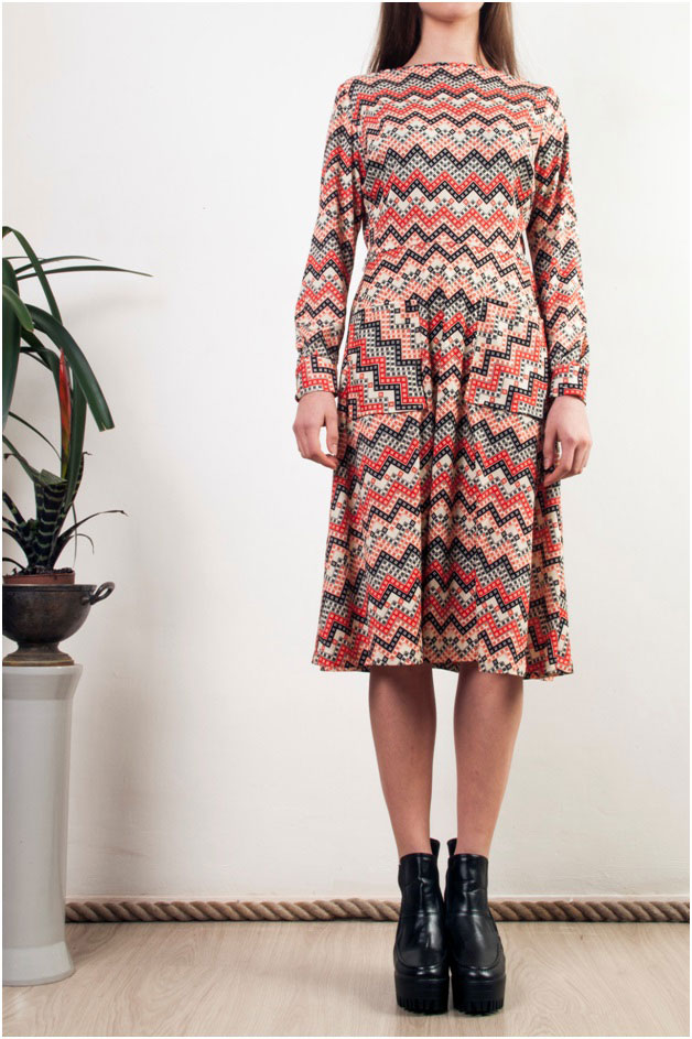 Midi dresses with geometric patterns