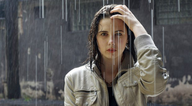 girl wearing contact lenses in the rain