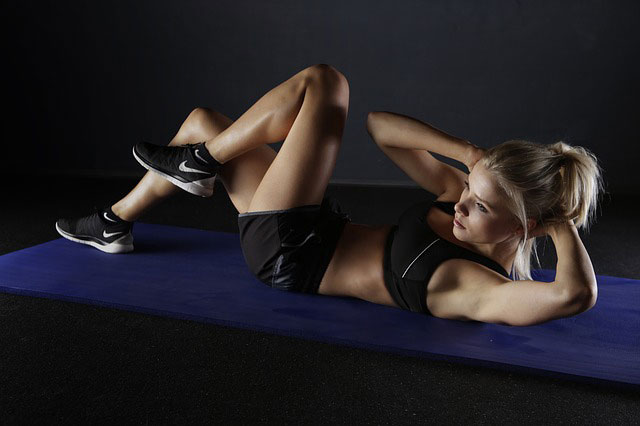 girl doing bicycle crunches