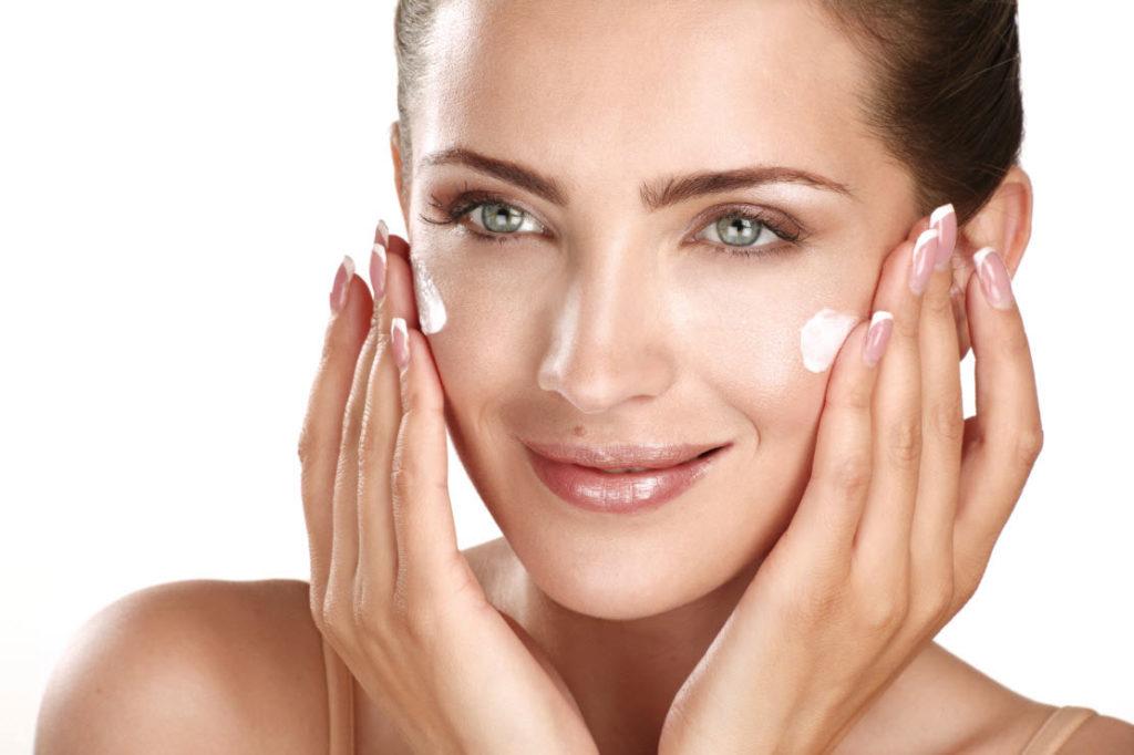 girl moisturizing her face
